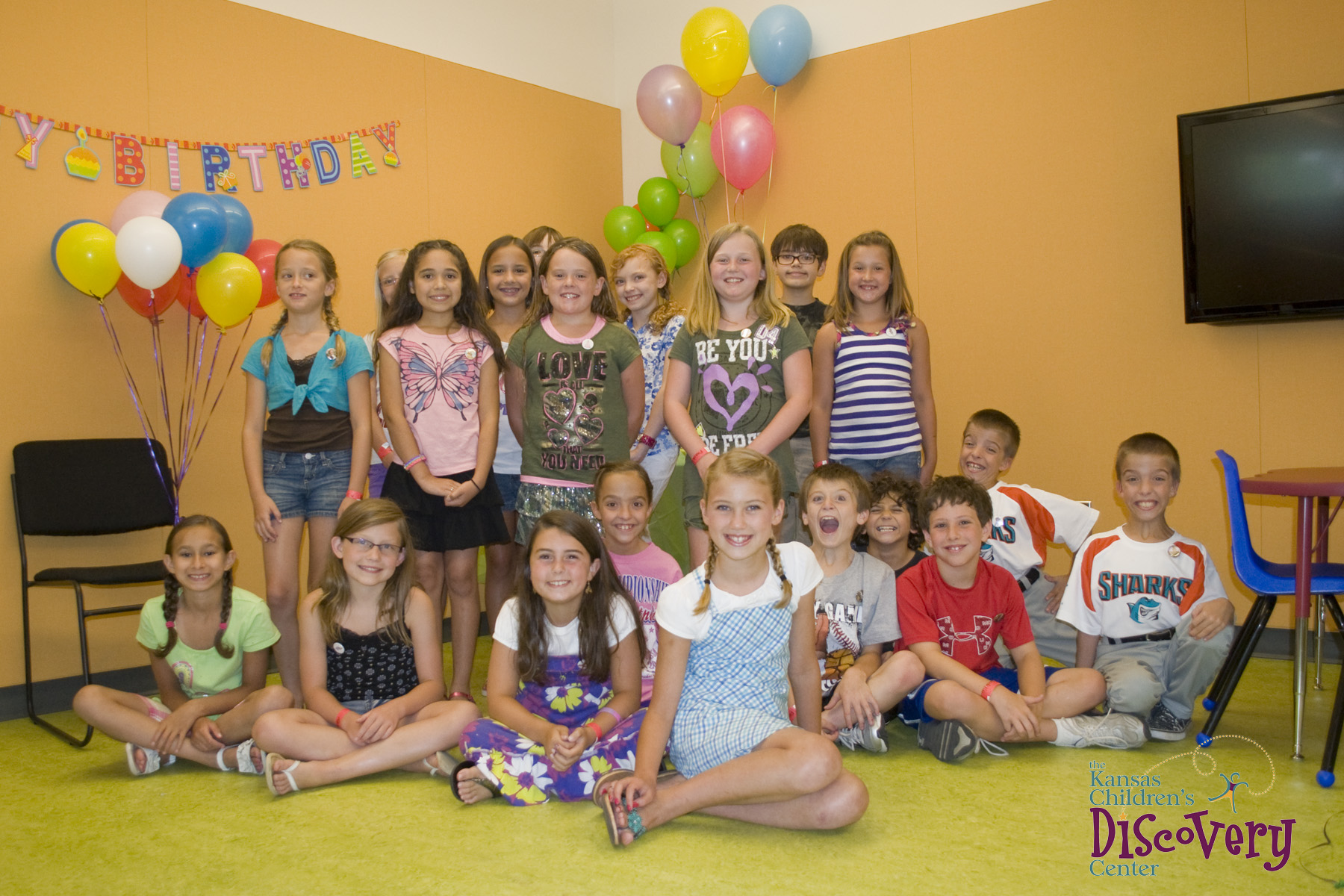 birthday parties kansas children s discovery center. Black Bedroom Furniture Sets. Home Design Ideas
