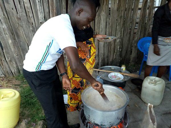 Exploring The Outdoor Kitchen In Kenya S Kids Kansas Children S Discovery Center